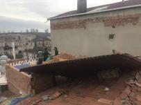 SARIYER BELEDİYESİ - Sarıyer'de Gecekondunun Çatısı Uçtu, Vatandaşlar Belediyeye İsyan Etti