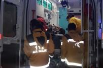 YOLCU MİNİBÜSÜ - Yolcu Minibüsü İle Hafif Ticari Araç Çarpıştı Açıklaması 10 Yaralı