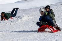 BERAT ALBAYRAK - Zigana Dağı Kayak Tesisleri Tarihinin En Kalabalık Günlerini Yaşıyor