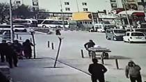 YAŞAR ERYıLMAZ - Ağrı'daki Motosiklet Kazası Güvenlik Kamerasında