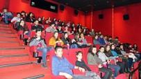 SEVINDIK - Başkan Çerçioğlu'ndan Öğrencilere Sinema Hediyesi