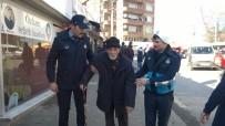 GEBZE BELEDİYESİ - Gebze Zabıtası Müsamettin Amca'nın Yardımına Koştu