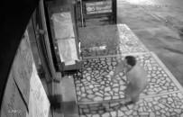 ET ÜRÜNLERİ - (Özel) Acemi Hırsız Parke Taşıyla Kapıyı Kıramayınca Böyle Kaçtı