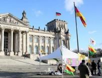 ALMANLAR - Terör örgütü yandaşları Alman Meclisi önünde çadır açtı