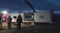 MEDİKAL KURTARMA - Yolcu Otobüsü Yan Yattı Açıklaması 2 Ölü, 21 Yaralı