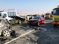 ABU DABI - Abu Dabi'de Sisten Onlarca Araç Birbirine Girdi