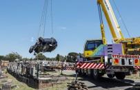 KAN TESTİ - Avustralya'da Araç Mezarlığa Daldı