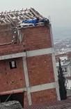 AMATÖR KAMERA - İşçilerinin Çatı Kenarından Sarkarak Çalışması Görenleri Şaşırttı