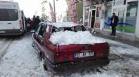 KEMAL MUTLU - Sarıkamış'ta Üzerine Kar Kütlesi Düşen Araç Kullanılamaz Hale Geldi