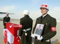 İBRAHIM AYDEMIR - Şehit Piyade Teğmen Ahmet Aktepe'nin Naaşı, Baba Ocağı Erzurum'a Getirildi