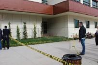 PSİKOLOJİK TEDAVİ - Tedavi İçin Gittiği Hastane Çatısından Atladı Ağır Yaralandı