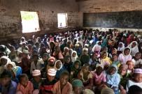 Yetimlerin Acılarını Fotoğraflarıyla Anlatıyor