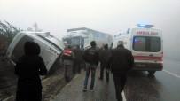 YOLCU MİNİBÜSÜ - Yolcu Minibüsü İle Tır Kafa Kafaya Çarpıştı Açıklaması 3 Yaralı