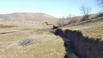 OYMAPıNAR - 365 Nüfuslu Köyde Korkutan Heyelan