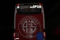 TAKIM OTOBÜSÜ - Antalyaspor Takım Otobüsün Taşlayanlar Yakalandı