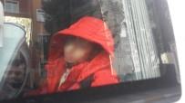 MAHSUR KALDI - Engelli çocuk servis aracında unutuldu