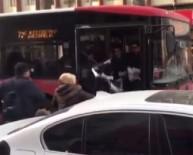 SERVİS ŞOFÖRÜ - İzmir'de Yol Verme Kavgası Kamerada