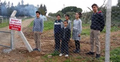 'Mağdurum' dedi öğrenci ve çiftçileri yolsuz bıraktı
