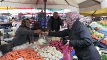 MEDINE - Pazarcı Medine Teyzeden Mehmetçik'e Destek