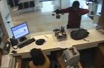 BENZERLIK - Silahlı banka soygunu kamerada