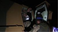 ARAÇ KONVOYU - Afrin'e Giden Komandolar Nurdağı'nda Türk Bayraklarıyla Karşılandı
