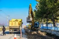 SAHİL YOLU - Büyükşehir Baraj Yolunda Çalışmalara Devam Ediyor
