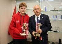 MİLLİ SPORCULAR - Genç Eskrimci Başkan Yaşar'ı Ziyaret Etti