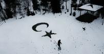 AY YıLDıZ - Kar Üzerinde Ay-Yıldız Yapınca Sosyal Medya Yıkıldı