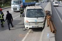 YENIKÖY - Kontrolden Çıkan Kamyonet Otomobille Çarpıştı Açıklaması 1 Yaralı
