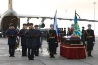 RUSYA DEVLET BAŞKANı - Rus Pilot Filipov'un Cenaze Törenine Binlerce Kişi Katıldı