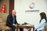 FARUK ŞIMŞEK - Başkan Çolakbayrakdar, Minik Sporcuyla Satranç Oynadı