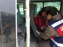 ÖĞRENCİ SERVİSİ - Bilecik'te Jandarma Okul Servislerini Denetledi