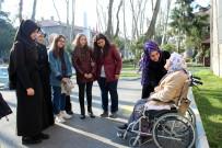ESENLER BELEDİYESİ - Darülaceze Sakinleri Öğrencilerle Ebru Yaptı