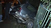 ALTUNIZADE - Otomobil Çarptığı İki Araçtan Biriyle Apartman Bahçesine Düştü
