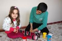 EVDE EĞİTİM - Engelli Hilal'e Zeynep Öğretmen Işık Oldu