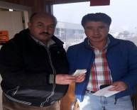EURO - Taksici Aracında Unutulan Para Dolu Çantayı Sahibine Teslim Etti