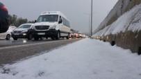 Bursa Güne Kar Yağışıyla Başladı