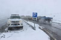 KAZMA KÜREK - Erzincan'da Kar Yağışı