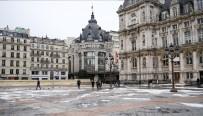 KIZILHAÇ - Fransa'da Elverişsiz Hava Şartları Evsizleri Vurdu
