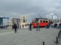 TAKSIM MEYDANı - İstanbul'da Güneş Açtı