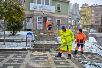 KAR KÜREME ARACI - Maltepe'de 200 Personelle Kar Mücadelesi