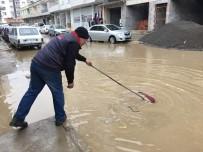TRAFİK IŞIĞI - Nurdağı'nda Yağmur Ve Rüzgar Etkili Oluyor