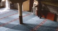 CAMİ İMAMI - Camideki Sadaka Kutusundan Paraları Böyle Çaldı