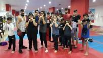 SAVUNMA SPORU - Mardinli Kızlar Kick Boks İle Çocuk Gelinlere Önlem Arıyor