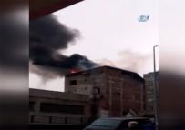 GECEKONDU - Sultangazi'de Çıkan İki Farklı Yangın Paniğe Neden Oldu