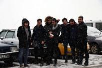 ÖLÜMLÜ - Üniversite Öğrencilerinin Kartopu Savaşı Renkli Görüntülere Sahne Oldu