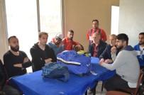 KARAKÖPRÜ - Futbolcular Tesisten Atılınca Bavullarıyla Kıraathaneye Sığındı
