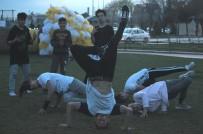 GRUP GENÇ - Güzel Havayı Fırsat Bilen Gençlerden Akrobatik Hareketler