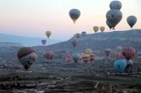 KAPADOKYA - Kapadokya'da Yer Turist Gök Balon Dolu