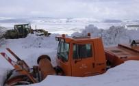 ELVERİŞSİZ HAVA - Kar Temizleme Araçları, Tipi Ve Fırtınada Kara Saplandı